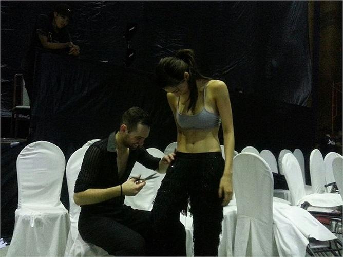Dù nói lời chia tay với Bước nhảy hoàn vũ, nhưng Ngọc Quyên vẫn tích cực tập luyện cho tiết mục sẽ góp mặt ở đêm chung kết tới.