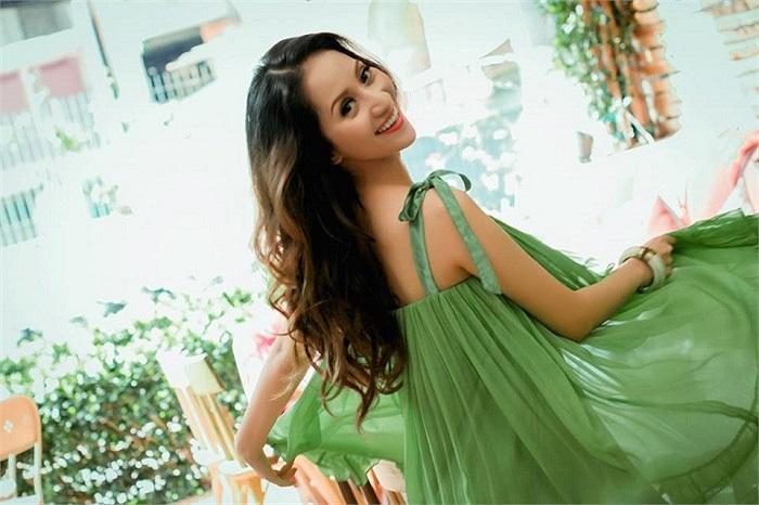 Đã chạm mốc đỉnh cao trong sự nghiệp, Khánh Thy vẫn miệt mài với công việc của mình.