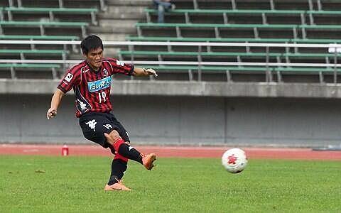 Anh có bàn thắng từ chấm 11m ở phút 14 của trận đấu để quân bình tỷ số 1-1 cho Sapporo trước khi có bàn thắng nâng tỷ số lên 2-1 ở đầu hiệp 2.