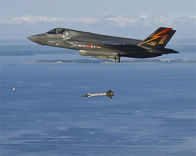 Chiến cơ F-35 của quân đội Mỹ thử nghiệm bom dẫn đường laser GBU-12 Paveway II