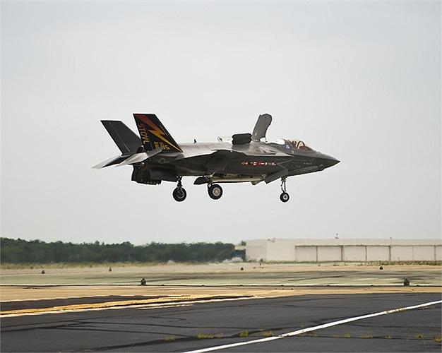 Đây là phiên bản F-35B, cất hạ cánh đường băng ngắn