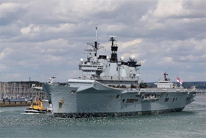 Tàu sân bay trực thăng HMS Illustrious của Hải quân Hoàng gia Anh