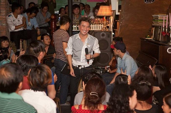 Đàm Vĩnh Hưng luôn được đánh giá là ca sỹ hết mình vì fan hâm mộ.