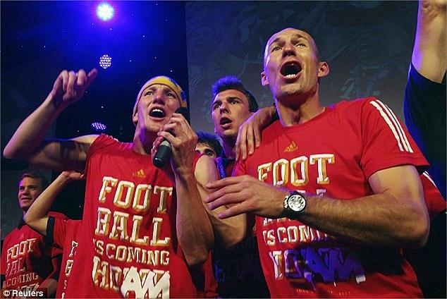 Arjen Robben là người hùng của Bayern khi ghi bàn thắng ấn định tỷ số 2-1 ở phút 89. Tuy nhiên, trong bữa tiệc, anh là người đến muộn.