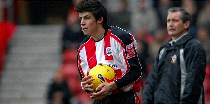 Ngày 17.04.2006, Gareth Bale chính thức trở thành cầu thủ trẻ thứ 2 trong lịch sử khoác áo Southampton khi mới 16 tuổi 275 ngày. Người giữ kỷ lục là Theo Walcott.