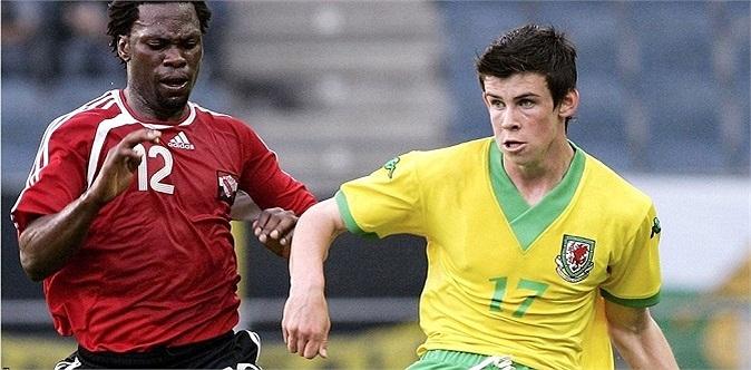 Ngày 27.05.2006, sau khi vào sân từ băng ghế dự bị trong trận gặp Trinidad & Tobago, Bale trở thành cầu thủ trẻ nhất trong lịch sử khoác áo tuyển xứ Wales.