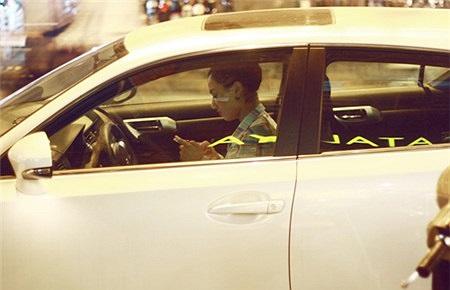 Chiếc Lexus màu trắng dòng IS 250 có giá hơn 2 tỷ đồng của Hồng Quế.