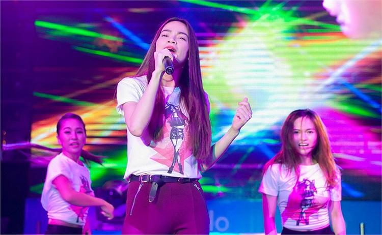 Ca khúc mới Hãy thứ tha cho em được Hà Hồ tiếp tục dành tặng và yêu cầu khán giả đứng lên quậy cùng cô.