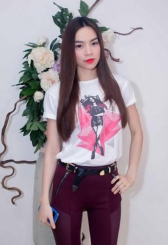 Thái Lan, Trung Quốc, fan còn hỏi đến chuyện riêng tư của Hồ Ngọc Hà. Trước những câu hỏi hóc búa của fan, Hà Hồ rất vui vẻ trả lời.