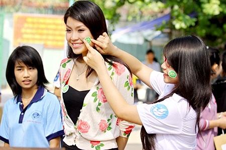 Vừa qua, Missteen Diễm Trang đã cùng hoa khôi sinh viên TP.HCM hoạt động trong vai trò là đại sứ đồng hành cùng Ngày hành động vì môi trường.