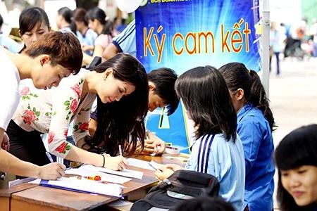 Tại sự kiện, Miss Teen Diễm Trang giao lưu với các bạn sinh viên về thực trạng và ý thức bảo vệ môi trường của thanh niên hiện nay.