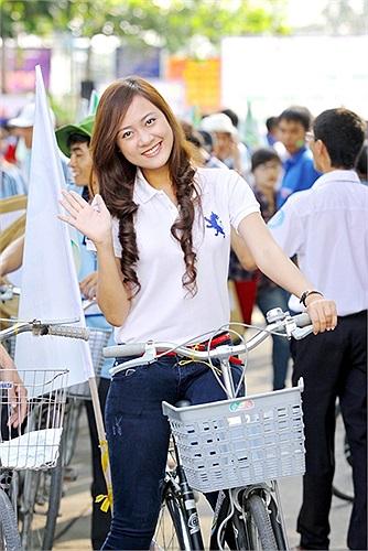 Đồng hành cùng Diễm Trang còn có Hoa khôi Sinh viên TP. HCM 2012 Nguyễn Phương Ân.