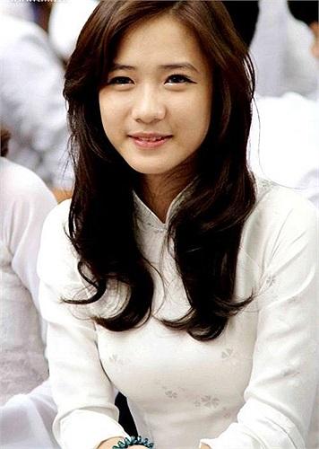 Trâm Anh cô gái hot girl mới nổi hiện đang học lớp 12D3 - THPT Phan Đình Phùng (Hà Nội)