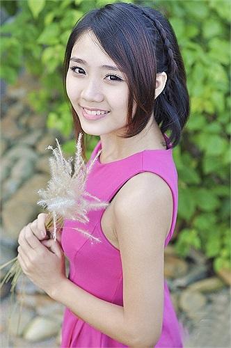 Thu Trang chia sẻ trong những ngày này cô bạn dành nhiều thời gian cho việc ôn thi tốt nghiệp và đặc biệt là môn Văn