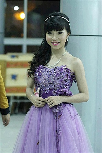 Thư Elly là nickname dễ thương của cô bạn Vũ Anh Thư, sinh ngày 10/9/1995. Anh Thư hiện đang học lớp 12, trường THPT Phan Huy Chú, Đống Đa, Hà Nội.