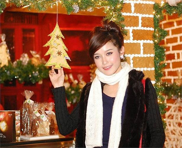 Sở hữu gương mặt xinh đẹp và chiều cao lí tưởng, Huyền My được biết đến khi giành giải thưởng siêu mẫu ăn ảnh tại cuộc thi Siêu mẫu châu Á 2011