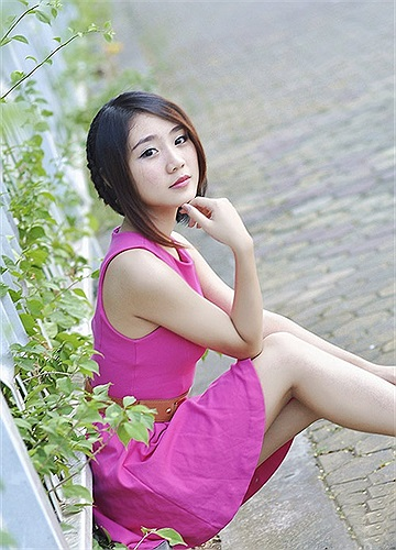 Nguyễn Thị Thu Trang sinh năm 1995, học tại trường THPT và Cao đẳng Nghệ thuật Hà Nội.