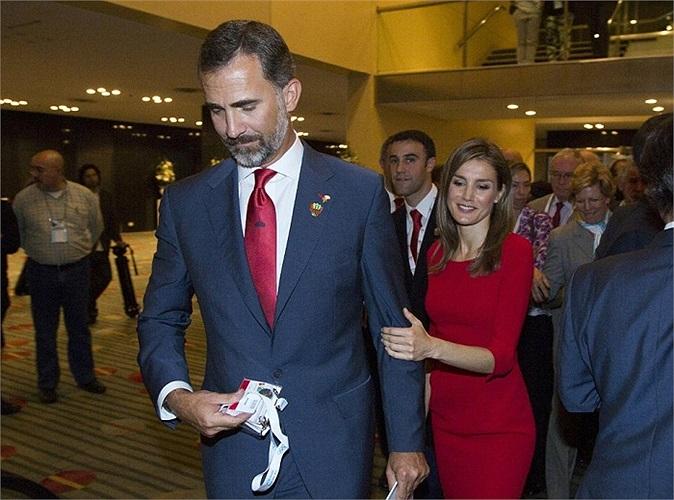 Hoàng tử Philip, một cựu VĐV đua thuyền tại Olympic, đã không thể dùng uy tín và sự ảnh hưởng của mình mang về thắng lợi cho đất nước Tây Ban Nha.