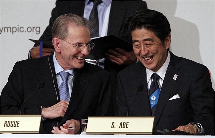 Ủy ban Olympic thể hiện sự ủng hộ với Tokyo sau những lời hứa đảm bảo những vấn đề hạt nhân không thể đe dọa tới quá trình chuẩn bị cho Olympic. Nhật Bản đang xây dựng sân vận động để chuẩn bị cho World Cup Rugby 2017.