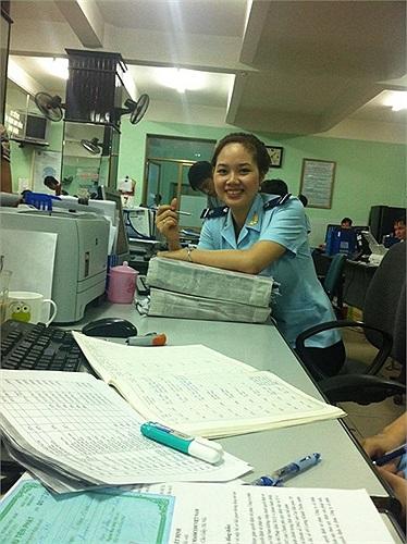 Trở về Việt Nam, Mai Phương theo đuổi con đường của một công chức tại Cục Hải quan TP. Hải Phòng.