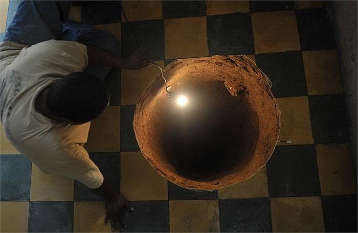 Chiếc hố tử thần tại Guatemala này sâu tới hơn 12m