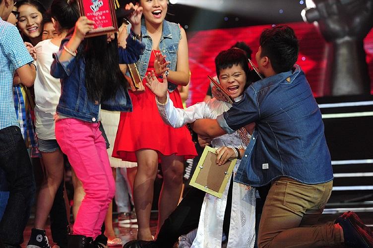 Quang Anh, cậu bé nghèo chịu thiệt thòi nhiều nhưng sống rất lạc quan và đầy nghị lực đã xứng đáng với giải thưởng và sự yêu mến của khán giả.