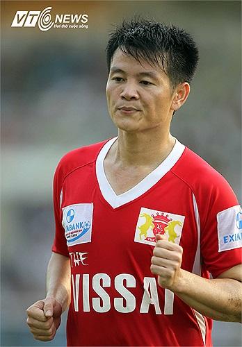 Hợp đồng của Văn Quyến và CLB V.Ninh Bình đã hết nhưng theo Chủ tịch của đội bóng cố đô Hoa Lư, Phạm Văn Lệ, tiền đạo người xứ Nghệ sẽ được gia hạn hợp đồng thêm một năm.