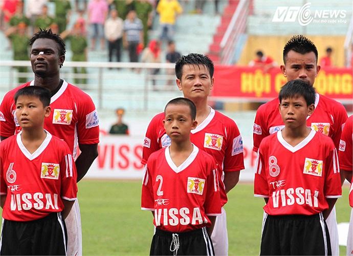Mùa bóng 2013 trong màu áo V.Ninh Bình, Văn Quyến vẫn chưa thể hiện được nhiều. Anh rất ít khi được ra sân ở V-League mà chủ yếu thi đấu tại Cup Quốc gia.