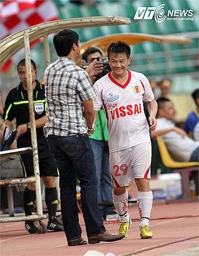 Văn Quyến sẽ chơi cho V.Ninh Bình ít nhất một mùa bóng nữa.
