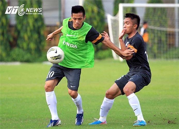 Trong buổi tập hôm qua của U23 Việt Nam, Văn Quyết đã không thể tham gia cùng các đồng đội.