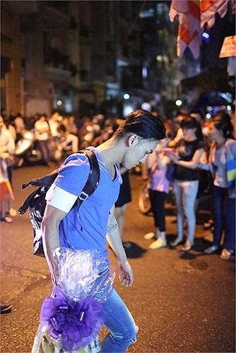 Ngay khi nghe tin Wanbi ra đi, Minh Huy đã có mặt.