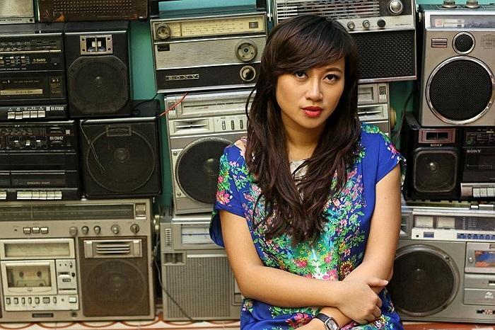 Khánh Linh trầm tư.