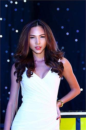 Minh Triệu là siêu mẫu hiếm hoi có được vẻ đẹp tự nhiên với chiếc cằm nhọn.