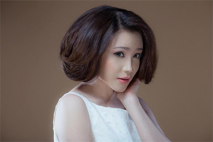 Gần đây, mọi người đều thấy Hồ Quỳnh Hương trở nên xinh đẹp hơn. Đó là nhờ tài make-up của chuyên gia Hồ Khanh.
