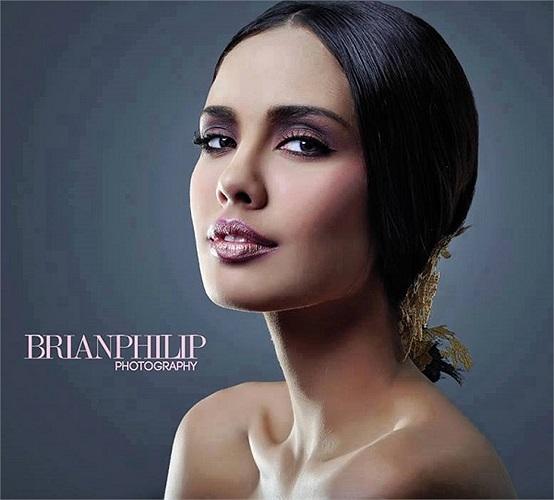 Điều này từng giúp cô ghi điểm trong các phần thi trong Miss World 2013 và giành được vương miện Hoa hậu thế giới 2013.