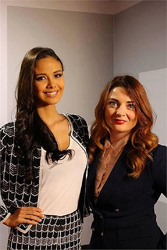 Hiện tại, tân Hoa hậu thế giới đang có mặt ở London chuẩn bị tham gia cuộc trò chuyện với kênh truyền hình BBC mang tên '100 Women Season' diễn ra vào ngày 25/10 tới đây.