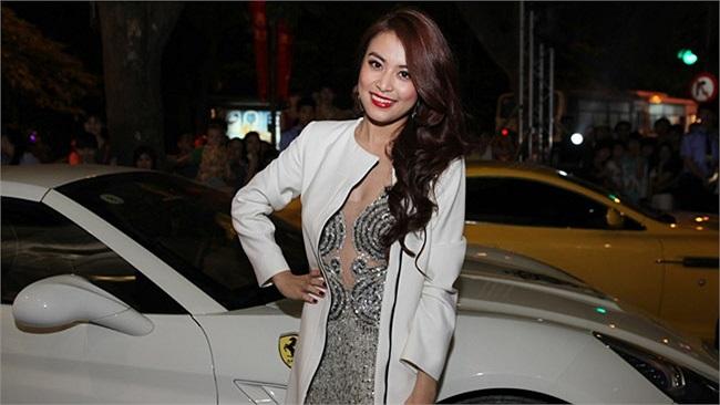 Hoàng Thùy Linh thường dạo phố, và cả đưa đón bạn trai bằng chiếc xe này.