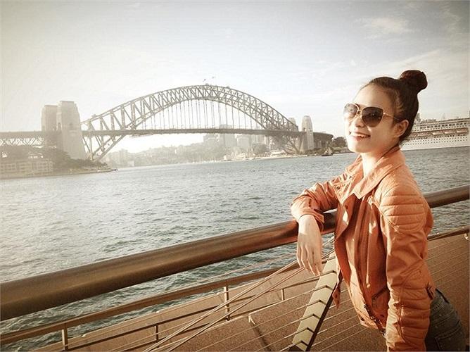Hoàng Thùy Linh khoe da trắng, dáng xinh ở Úc.