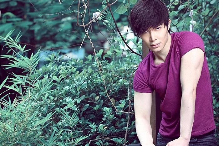 Nathan Lee một màu tím ngắt.