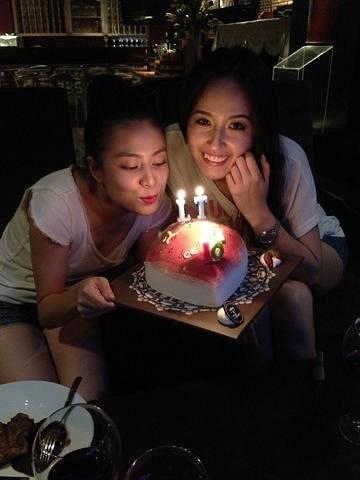 Do có ngày sinh nhật gần nhau nên hai người đẹp đình đám của showbiz là Hòang Thùy Linh và Mai Phương Thúy đã bí mật tổ chức sinh nhật chung.