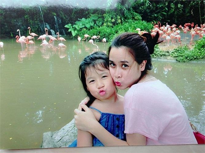Lưu Hương Giang đi du lịch cùng cô cháu gái dễ thương.