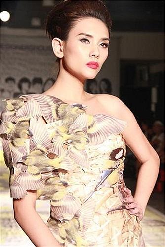Võ Hoàng Yến được đánh giá là người mẫu có tác phong làm việc chuyên nghiệp.