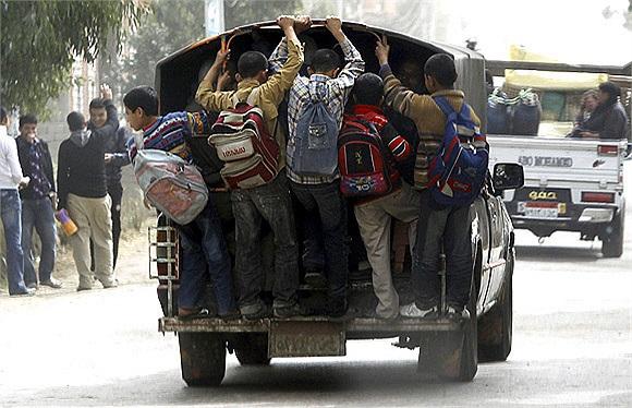 Một hình ảnh về học sinh Ai cập đến trường