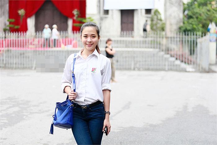 Cô bạn hot girl Linh Tây tên thật là Ngô Thùy Linh là học sinh trường Lômônôxốp (Hà Nội).