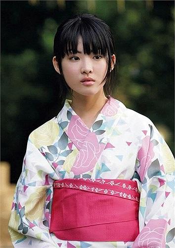 Fukuda Mayuko là nữ sinh cực nổi trong giới trẻ Nhật, dù chỉ mới 19 tuổi nhưng cô bạn đã trở thành cái tên đắt giá của nhiều chương trình truyền hình ở Nhật.