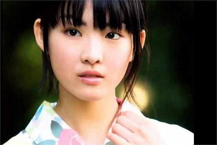 Fukuda Mayuko sinh ngày 4 tháng 8 năm 1994 tại Setagaya, Tokyo, Nhật Bản
