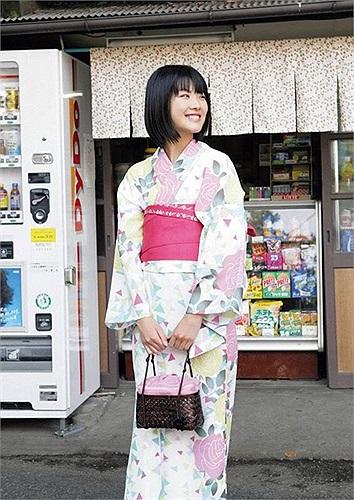 Cô bạn khoe vẻ đẹp trong sáng với bộ Kimono truyền thống