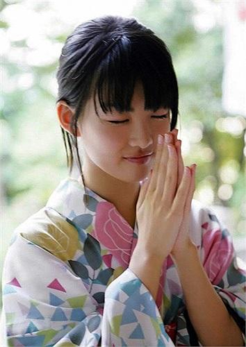 Fukuda Mayuko  sở hữu vẻ trong sáng tựa thiên thần