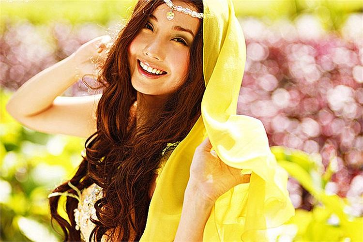 Cô còn là một nghệ sĩ trẻ, một cái tên nhiều triển vọng trong lĩnh vực giải trí của Philipines.