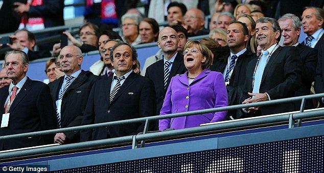 Thủ tướng Đức Angela Merkel đến dự khán trận đấu.